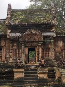 angkor wat temples hiking